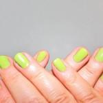 爪が黄ばむ原因と対処法